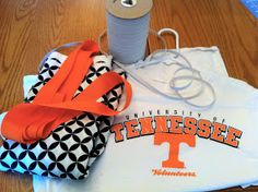 You can easily create the cutest tailgating dress from your old sports t-shirt. I love the idea of making typical sports wear more fashiona. Sewing Clothes, Diy Clothes, Pillowcase Shirt, Cheer Coaches, Baseball Pants, Shirt Refashion, Cute Crafts, Diy Crafts, Sport Wear