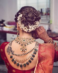 30 Best Floral Bridal Bun Hairstyles For This Wedding Season Bridal Hair Buns, Bridal Hairdo, Hairdo Wedding, Desi Wedding, Wedding Ideas, Punjabi Wedding, Wedding Veils, Wedding Attire, Wedding Pictures
