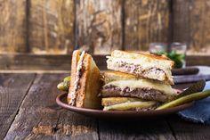 Tuna melt tosti Seafood Recipes, Keto Recipes, Keto Foods, Big Fridge, Tuna Pasta Bake, Picnic Cake, Fishcakes, Nicoise Salad, Tuna Melts
