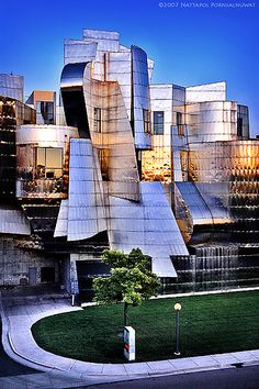 What Does a Frank Gehry Building Look Like? - – Weisman Art Museum by Frank Gehry - {hashtag} Frank Gehry, Unique Buildings, Amazing Buildings, Metal Buildings, Beautiful Architecture, Contemporary Architecture, Art And Architecture, Futuristic Architecture, Museum Architecture