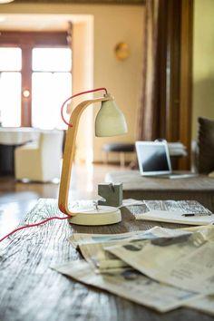 """Beton Schreibtischlampe der Serie """"Heavy Light"""", designed f�r Decode von Benjamin Hubert"""