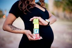 Baby Blocks Bump - love this! Baby Bump Photos, Pregnancy Photos, Baby Pictures, Cute Photography, Maternity Photography, Children Photography, Maternity Poses, Maternity Pictures, Gender Announcements