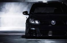 Expected for the next Frankfurt Motor Show, the new BMW can already be seen on the net and from all angles. Vw Golf Wallpaper, Car Iphone Wallpaper, R Wallpaper, Vw Golf R Mk7, Volkswagen Golf Mk2, Vw Polo Modified, Golf Gtd, Mk6 Gti, Vw Parts