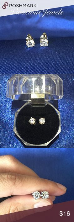 White Gold Plated 5MM CZ Diamond Earrings Brand new Price firm No trades I do bundle Buy 2 items or more for 15% off order White Gold Plated Cubic Zirconia  Stud size: 5MM Comes in gift box Jewelry Earrings