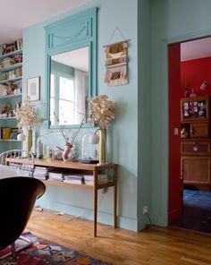 Madeleine, Paris 18ème - Inside Closet Madeleine Paris, Unmade Bed, Sweet Home, Gravity Home, Hipster, Paris Apartments, House Of Cards, Decoration, Interior Inspiration