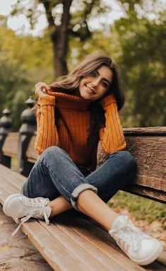 32 Casual Outfits To Rock This Winter. Top Casual Outfits from 32 of the Cool Casual Outfits collection is the most trending fashion outfit this season. #blueJeans #Outfits #Women #Casual #Classy #Outfitsforwomen #WomenFashion #WomenOutfits #OutfitsforGirls #CasualOutfits #OutfitsIdeas #OutfitsTrends #FashionTrends