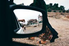 Alex Webb, Looking into a car mirror, Sanliurfa, Turkey, 1998