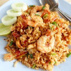 طريقة عمل أرز صيادية بالجمبري - وصفات طبخ - أطباق الأسماك وثمار البحر - Cucumber Cocktail, Nasi Goreng, Fried Rice, Food To Make, Fries, Chinese, Ethnic Recipes, Stir Fry Rice, Chinese Language