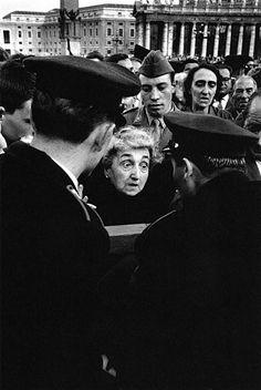 La mort de Pie XII - Rome - 1958 © Copyright Jeanloup Sieff