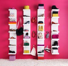 Het LACK wandrek is perfect om al je schoenen tentoon te stellen. Of voor de badkamer met manden erin.