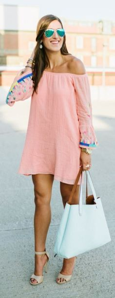 Summer Style & Beach Wear Ideas 2017 / 2018 A Southern Drawl Coral Embroidered Dress Women's Summer Fashion, Love Fashion, Plus Size Fashion, Vintage Fashion, Fashion Outfits, Womens Fashion, Beach Fashion, Style Fashion, Preppy Mode