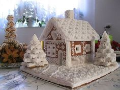Gingerbread houses Beauty Trends 2019 beauty trends peel off mask price Christmas Sweets, Noel Christmas, Christmas Baking, All Things Christmas, Christmas Crafts, Christmas Decorations, White Christmas, White Gingerbread House, Gingerbread House Designs