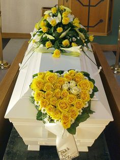 gult Funeral Floral Arrangements, Flower Arrangements, Casket Sprays, Altar, Memorial Flowers, Sympathy Flowers, Valentine Day Wreaths, Funeral Flowers, Flower Centerpieces