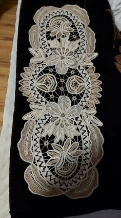 Tatting Patterns, Rugs, Home Decor, Hardanger Embroidery, Crochet Designs, Embroidery, Kleding, Farmhouse Rugs, Decoration Home