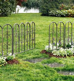 est 47 Inexpensive Decorative Vegetable Garden Fencing Ideas Your garden is probably going to appear good only if everything is accomplished in a type of proportion. Lastly, think about the time you would rather devote to your garden. Metal Garden Fencing, Decorative Garden Fencing, Diy Garden Fence, Garden Edging, Easy Garden, Garden Gate, Decorative Metal, Garden Trellis, Pergola Swing