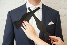A Simple How To Tie a Bow tie Tutorial