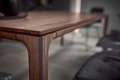 Massivholz-Möbel mit Materialmix Table, Design, Furniture, Home Decor, Organic Shapes, Wood And Metal, Decoration Home, Room Decor