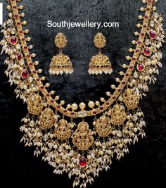 The classic guttapusalu combined with temple jewellery concept designed with Lakshmi motifs hanging Paired with Lakshmi jhumkas Indian Jewellery Design, Indian Jewelry, Jewelry Design, Antique Jewellery, Jewelry Findings, Jewelry Sets, Earrings Handmade, Handmade Jewelry, Long Pearl Necklaces