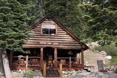 Packer Lake Lodge Home Page http://www.packerlakelodge.com/images/Packer_lake_Lodge_2008_lodge.jpg Near Lake Tahoe.  Sierra Mountains
