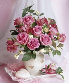 Bouquet of roses by Marianna Lokshina Beautiful Rose Flowers, Beautiful Flower Arrangements, My Flower, Amazing Flowers, Flower Art, Pink Flowers, Floral Arrangements, Beautiful Flowers, Romantic Roses