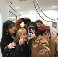 ulzzang group 얼짱 girls boys cute kawaii adorable korean pretty beautiful hot fit japanese asian soft aesthetic g e o r g i a n a : 人 Mode Ulzzang, Ulzzang Korea, Korean Ulzzang, Ulzzang Boy, Korean Couple, Korean Girl, Friends Group Photo, Ulzzang Girl Fashion, Korean Best Friends