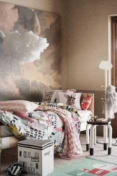 Bring patterns, soft toys and fun details to create a room your children will love. | H&M Home Kids