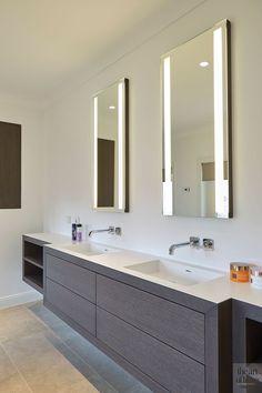 SPIEGELTJE SPIEGELTJE   MARCO DAVERVELD   PROJECT VIA @THEARTOFLIVINGONLINE #villa #interieur #interiordesign #interiorinspo #forthehome #homedecor #house #huisdecoratie #badkamer #bad #bathroom #bath #spiegel #mirror #lavabo #wastafel #sink #douche #shower #tiles #tegels #vloer #flooring #minimal #modern #strak #mosaic #mozaiek