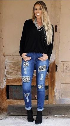 Mid wash relaxed skinny jeans with white leopard detail. Made with fabric that hugs in the perfect places for a great fit and comfort. True to size.