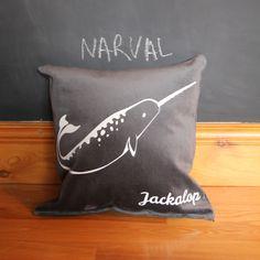Le narval sur velours gris