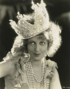 Jeanette MacDonald in pearl crown