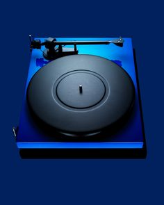 Pro-Ject Debut Carbon turntable. #recordplayer #turntable #music #records #vinyl #audio http://www.pinterest.com/TheHitman14/the-record-player-%2B/