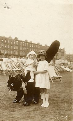 1920s Two children pose with a giant cat on the beach in Margate.  (via lovedaylemon)