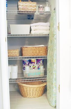 "Keep a cleaning ""kit"" in your linen closet for to keep your bathroom sparkling clean, stock up on cleaning supplies and  @vivatowels paper towels and create a cute caddy to hold it all. #UnleashClean #ad"