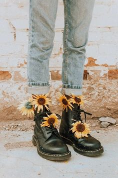 Alex alexgowon photos and videos aesthetic alex alexgowon photos videos your favourite grunge boy Art Hoe Aesthetic, Flower Aesthetic, Aesthetic Grunge, Aesthetic Vintage, Aesthetic Shoes, Spring Aesthetic, Aesthetic Yellow, Film Aesthetic, Aesthetic Pastel