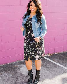 """""""As women, we don't all wake up full of confidence every day. it's kind of nice to work with someone who fills you up through a successful styling session. Curvy Outfits, Modest Outfits, Plus Size Outfits, Curvy Girl Fashion, Plus Size Fashion, Womens Fashion, Ladies Fashion, Summer Outfits Women 30s, Summer Dresses"""