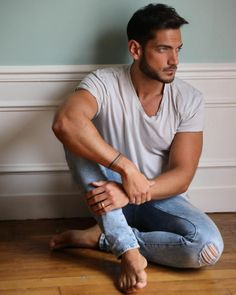 Man 2 Man, My Handsome Man, Barefoot Men, Male Feet, Actor Model, Jeans, Sexy Men, Hot Guys, How To Look Better