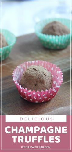 Get ready to pop a champagne for this recipe! Champagne Truffles will be a hit. Sweet champagne comes together with a mixture of cream, chocolate, and butter for a no-bake dessert everyone won't get enough of. Pack them in a cute box as a gift idea for Christmas! No Bake Desserts, Delicious Desserts, Dessert Recipes, Yummy Food, Tasty, Sweet Champagne, Champagne Truffles, Nutella Cheesecake, Chocolate Covered Cherries