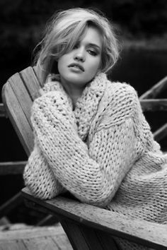 Chunky knit sweaters Terese Pagh by Eric Guillemain for L'Officiel Paris November 2011 Looks Chic, Looks Style, My Style, Curvy Style, Mode Crochet, Chunky Knitwear, Big Knits, Knit Fashion, Farm Fashion