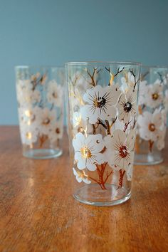 so in love with these vintage dogwood tumblers