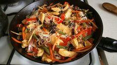 Kurczak z makaronem ryżowym i warzywami | Postaram się stworzyć tutaj swoją własną książkę kucharską z ulubionymi przepisami