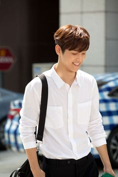 Last August at a high school in Seoul, Kang Min Hyuk shot his first scene as Yoon Chan Young for the SBS drama Heirs. The CNBLUE drummer lit up the set with his smile and charm. He also exceed… Kang Min Hyuk, Choi Jin Hyuk, Lee Jong Hyun, Jung Hyun, Cnblue, Minhyuk, Jung Yong Hwa, Korean Star, Korean Men