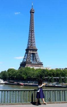 Quick guide to Paris neighborhoods    1st Arrondissement  The ultimate Paris must-see; you've got the Tuileries, Pont des Art, Place de Vendôme, Rue de Rivoli, and a long shot view of the Eiffel Tower overlooking the river Seine at Place de la Concorde... Click pic for more
