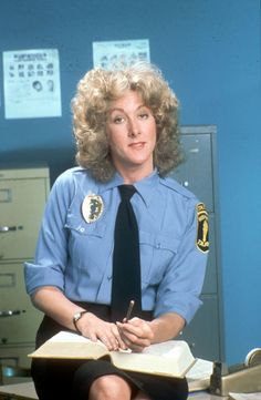 Betty Thomas on the TV series Hill Street Blues Drama Series, Tv Series, Police Tv Shows, Detective Costume, 1980s Tv Shows, Timeless Series, Cop Show, Police Uniforms, Old Shows
