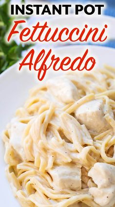 Instant Pot Fettuccine Alfredo with chicken, or without, is a one pot meal that you can dump and push start! It's a quick meal that any pasta lover will enjoy! Make this pressure cooker Fettuccine Alfredo for a yummy meal! Fettuccine Alfredo, Pollo Alfredo, Alfredo Sauce, Instant Pot Pressure Cooker, Pressure Cooker Recipes, Slow Cooker, Pressure Cooking, Fast Cooker, Pressure Cooker Chicken