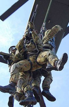 Special Forces Gear, Lycra Men, Military Men, Cops, Hot Guys, Army, Wrestling, Nice, Green