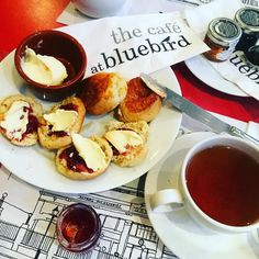 Chilling and shielding from the SW5 rain with a cuppa @bluebirdchelsea  #bluebird #bluebirdchelsea #kingsroad #SW5 #chelsea #chelseagirl #killingit #afternoontea #teatime #rainyday #chilling #chillax #jam #clottedcream #londonlife #londonlife