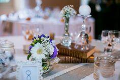 Centre de table fleuri by Embellies d'Amélie. Flower centerpiece. #wedding #mariage Centerpiece Wedding, Tables, Table Decorations, Furniture, Home Decor, Floral, Center Table, Mesas, Decoration Home