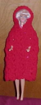 Your little girl will love this new bit of clothing for her Barbie doll. Barbie goes to Greenland with this thick and stylish cloak. One of our new free crochet patterns for children! Barbie Go, Free Barbie, Barbie Dress, Barbie And Ken, Doll Dresses, Barbie Clothes Patterns, Crochet Barbie Clothes, Doll Patterns, Crochet Designs