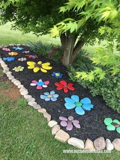 Paint rocks and arrange in flower shapes to make a flower rock garden, kid craft project with painted rocks Garden Yard Ideas, Garden Crafts, Garden Decorations, Yard Art Crafts, Diy Crafts, Diy Garden Projects, Garden Paths, Backyard Garden Ideas, Creative Garden Ideas