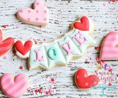 92 the advantages of valentines sugar cookies decorated royal icing 2 Cookie Icing, Royal Icing Cookies, Sugar Cookies Recipe, Cookie Cutters, Icing Recipe, Lemon Biscuits, Coconut Biscuits, Valentines Day Cookies, Valentine Desserts